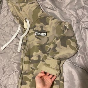 Hollister small camo zip up